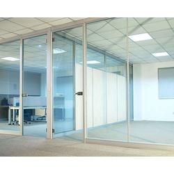 朔州玻璃隔断|老战友门窗(在线咨询)|玻璃隔断怎么收费图片