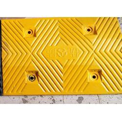 三线槽减速带_烟台减速带_济南鲁安品牌保证(查看)图片