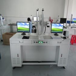 激光打标机、众茂激光设备、弧形面产品激光打标机图片