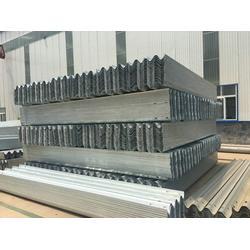 泰昌护栏厂家(图) 波形梁钢护栏板生产厂家 护栏板生产厂家图片