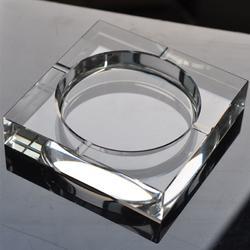 广告界新宠——彰显品位的水晶烟灰缸图片