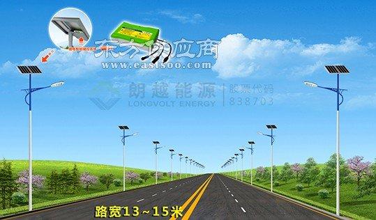 路宽13-15米太阳能路灯 朗越能源照明效果好图片