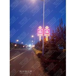 路灯杆上挂的LED灯图片