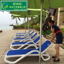 酒店泳池躺椅图片