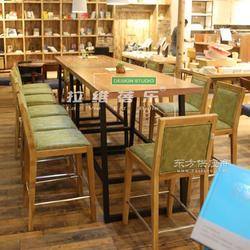 供应烘焙店桌椅料理店实木桌椅定制图片