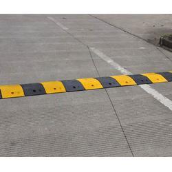 交通設施 減速帶|濟南和暢質量可靠|張家口減速帶圖片