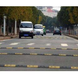 泰州减速带、济南和畅质量可靠、橡胶减速带图片