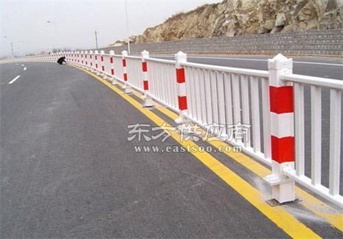 道路隔离栏质量好,山东驰云金属公司,道路隔离栏图片