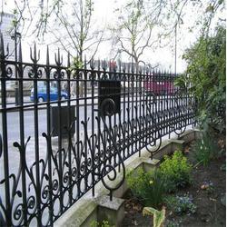 东乡铁艺护栏、皇冠工匠铁艺铸造厂、别墅铁艺护栏厂家图片