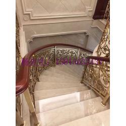 电镀k金铝艺镂空楼梯扶手 来图订购别墅艺术雕花楼梯护栏图片