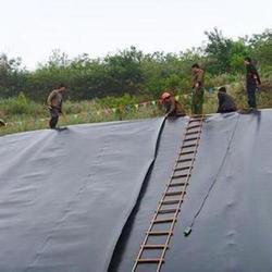 新疆土工膜、德旭达土工材料、土工膜漏了怎么办图片