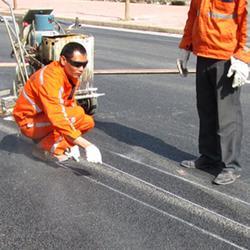 广东双组份喷涂标线涂料国标公路标线涂料单价、路虎交通图片