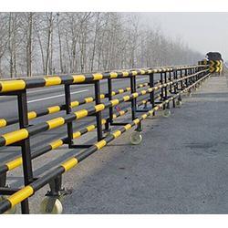 会胜 高速公路护栏反光油漆图片