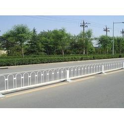 沧州道路交通护栏网、河北宝潭护栏、道路交通护栏网材质图片