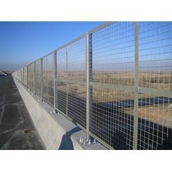 高速公路护栏网优点,承德高速公路护栏网,河北宝潭护栏(多图)图片