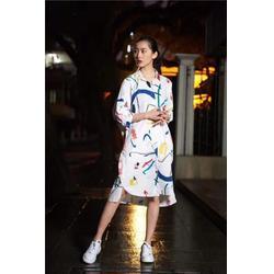 品牌折扣女装,莎奴服饰大码女装(在线咨询),品牌折扣女装加盟图片