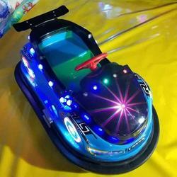 儿童碰碰车 新款双人钢铁侠 广场玩具车 电动发光 游乐设备图片