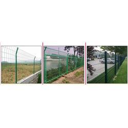公路围栏公司,华鹏道路护栏(在线咨询),公路围栏图片