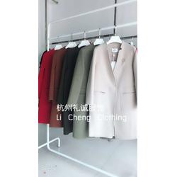 红遍天服装城沃姆莎双面呢品牌女装折扣尾货库存图片