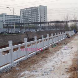 石雕 草白玉石栏杆 河提石栏板 桥梁防护栏图片