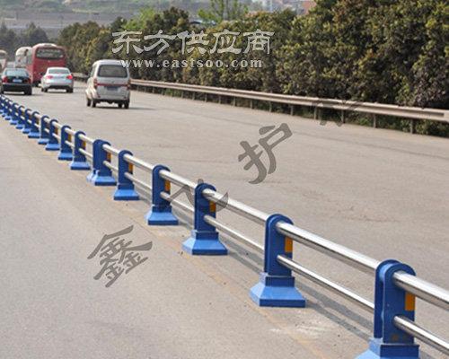 市政道路护栏,鑫飞护栏厂家,晋城道路护栏图片