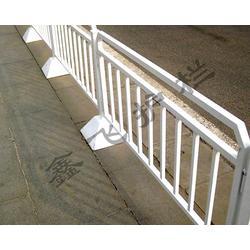 道路护栏多少钱一米、吕梁道路护栏、鑫飞护栏图片