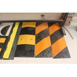 橡胶减速带高度、国越交通设施、黑龙江橡胶减速带图片