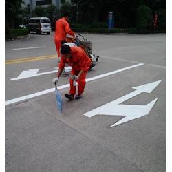 交通箭頭劃線 導向箭頭路面標識劃線 道路標線圖片