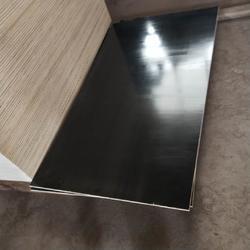 星冠木业13mm建筑黑模板规格齐全清水木胶板图片