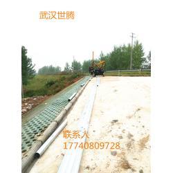 波形护栏生产厂家 高速公路Q235防撞护栏 波形梁钢护栏图片