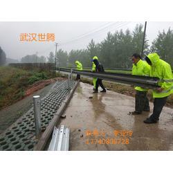 生产波形护栏厂家 告诉公路Q235防撞护栏 梁钢波形护栏图片