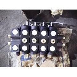 压块机液压打包机四连液压多路换向阀DL202MC30-d20流量100L工程机械图片
