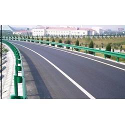 高速公路上如何行驶才是安全正确的图片