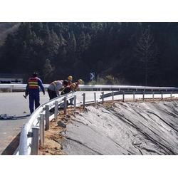 专业护栏板施工厂家:高速护栏板安装的注意事项图片