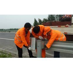 高速防撞护栏板安装的具体操作流程图片