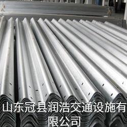 润浩镀锌护栏板厂家直销:波形护栏板,护栏板立柱,防阻块图片