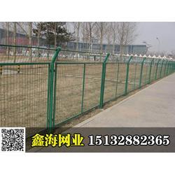 鑫海专业生产公路隔离栅,公路防护网,公路护栏网专业定制护栏图片