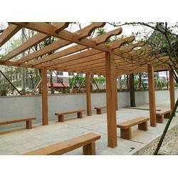 恒森景觀仿木花架安裝工程施工圖片