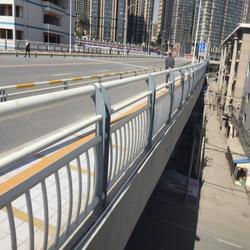 镀锌管桥梁栏杆-龙哲护栏图片