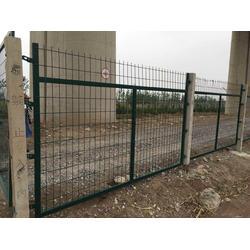 现货供应钢板网围栏铁路护栏网铁路防护栅栏图片