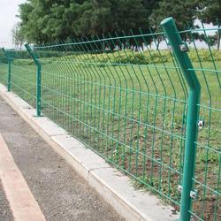 浸塑双边丝护栏网厂家图片