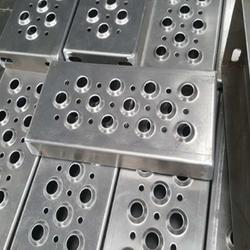 冲孔网装饰过滤消音冲孔板厂家定做多规格不锈钢板铝板镀锌铁板冲孔网图片