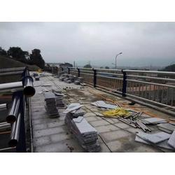 山东飞龙桥梁防撞护栏-铜川不锈钢复合管栏杆图片