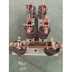 电杆上专用GW9-12/400A高压隔离开关图片