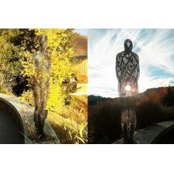 不锈钢抽象雕塑 网编制人物订制 别墅景观装饰咨询图片