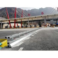 张家港可移动护栏生产厂家-选有品质的施工区可移动护栏,就到华夏交通科技图片