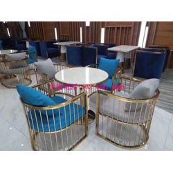 现代西餐厅沙发椅搭配桌子,酒店咖啡厅大堂休闲区沙发桌椅组合图片