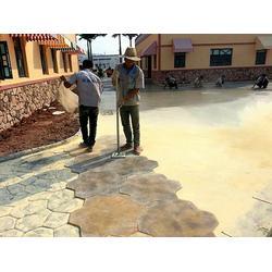 水泥压模地坪哪家好、彩色混凝土压花路面承接队伍图片
