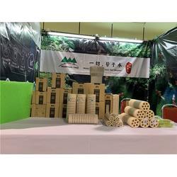 共赏泰国风情锦鲤和山树细菌屋图片