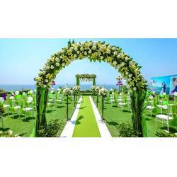 打造浪漫婚礼 可选择人造草坪图片